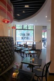 Macaron-Cafe-tables